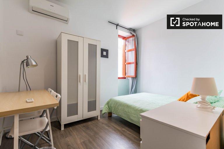Pokój do wynajęcia w apartamencie z 3 sypialniami, Ciutat Vella, Valencia