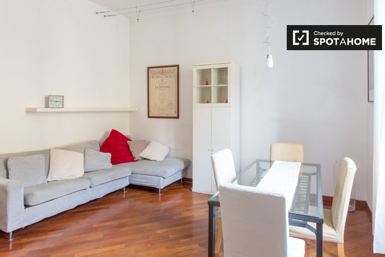 Espaçoso apartamento de 1 quarto para alugar em Brera, Milão