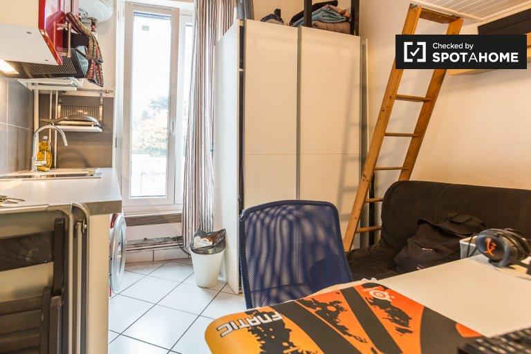Cozy Studio Apartment For Rent In Charonne, Paris