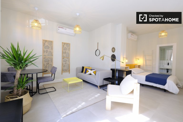 Slick Studio-Apartment zu vermieten in San Blas, Madrid