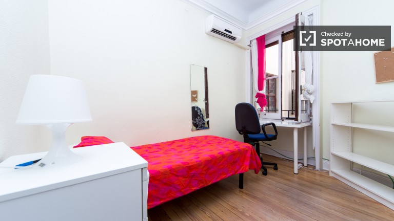 Single Bed in Rooms for rent in residence hall in Alonso Martínez