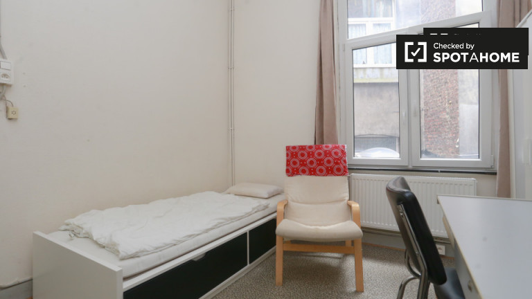 Furnished room in apartment in Saint Gilles, Brussels