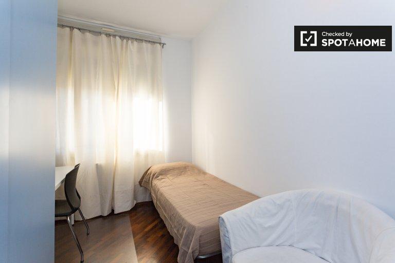Chambre confortable dans un appartement de 3 chambres à Bicocca, Milan