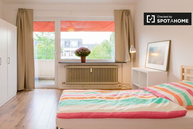 Single Bed in Shared rooms to rent in recently renovated 4-bedroom apartment in Lichtenrade