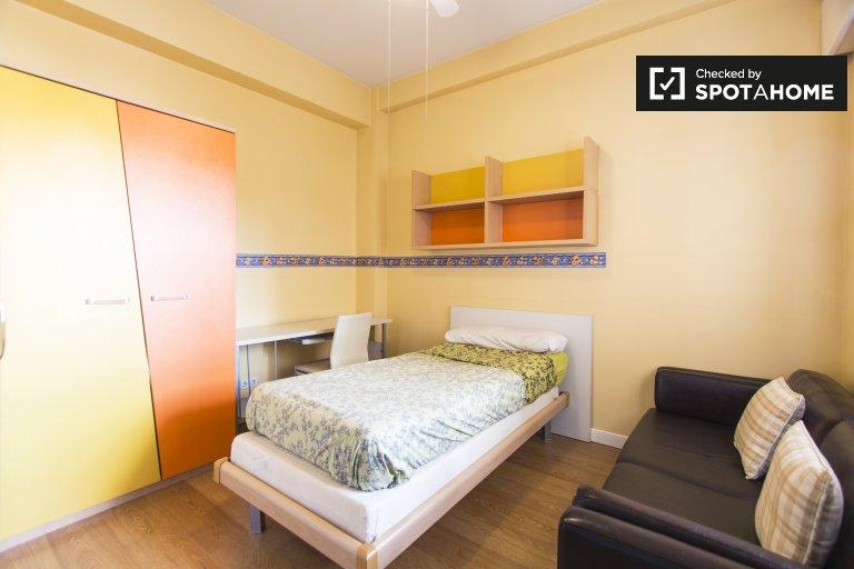 Gemütliches Zimmer in einem Apartment mit 2 Schlafzimmern in Nueva España, Madrid