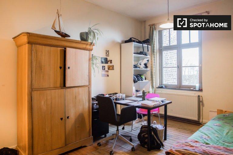 Möbliertes Zimmer in einem 4-Zimmer-Haus in Ixelles, Brüssel
