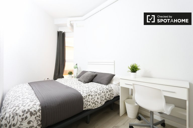 Stylish room in 6-bedroom apartment in Acacias, Madrid
