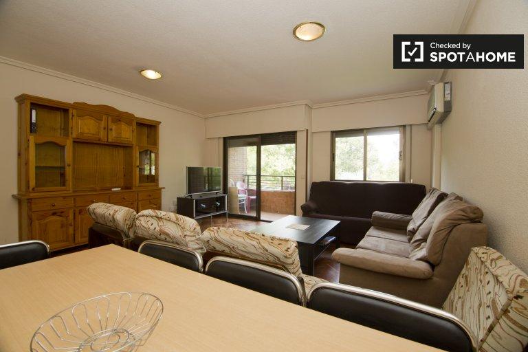 Spacious 5-bedroom apartment for rent in Villaviciosa de Odón