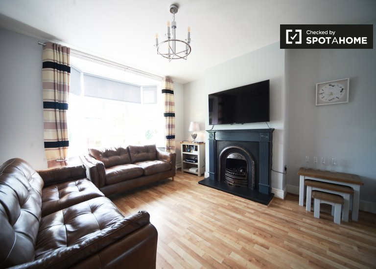 Quiet 3-bedroom house to rent in Whitehall, Dublin