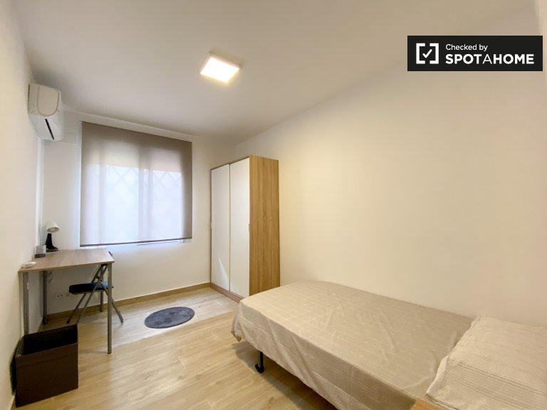 Chambre lumineuse à louer, appartement de 3 chambres à coucher, Poblats Marítims