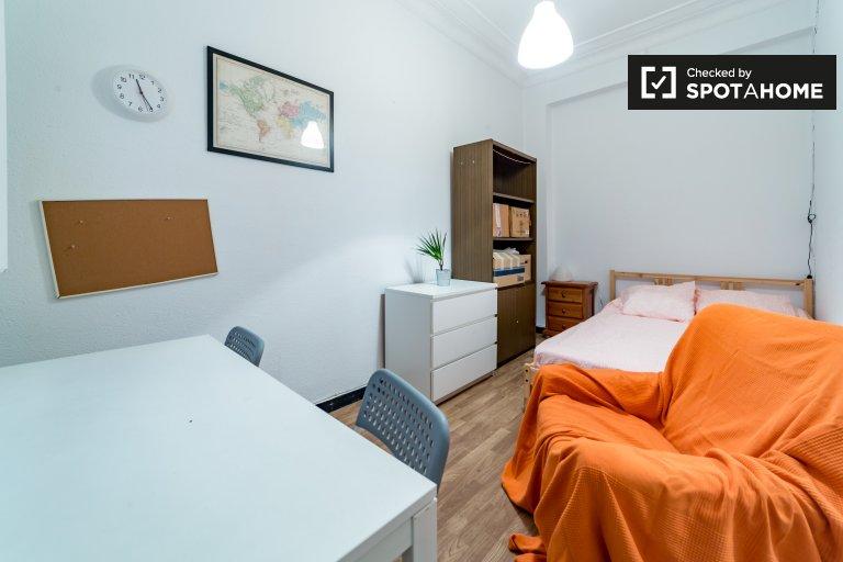 Chambre intérieure dans un appartement partagé à Extramurs, Valence