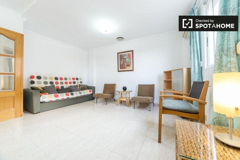 Modern 3-bedroom apartment for rent El Pla del Real Valencia
