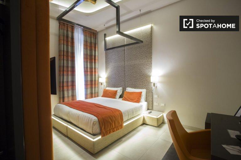 Grande stanza in affitto in appartamento con 5 camere in Centro Storico