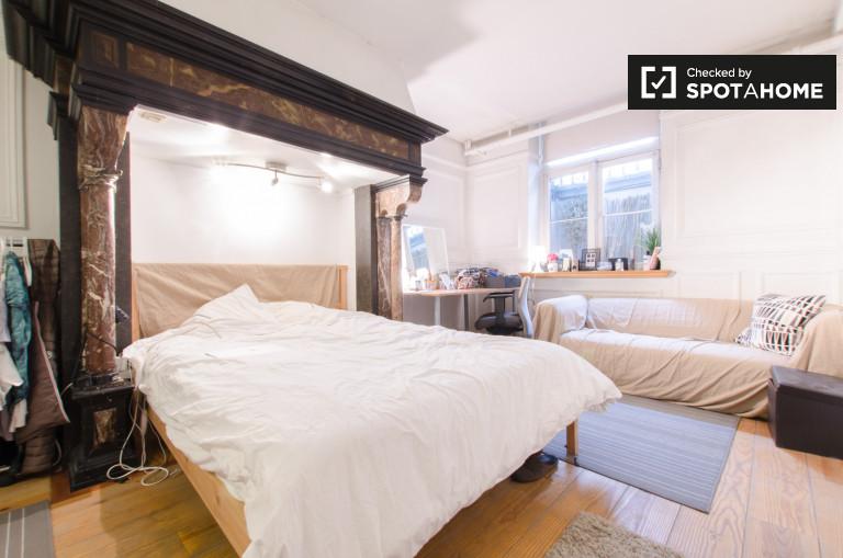 Double Bed In Rooms For Rent In Elegant 2 Bedroom Apartment In Ixelles,  Close
