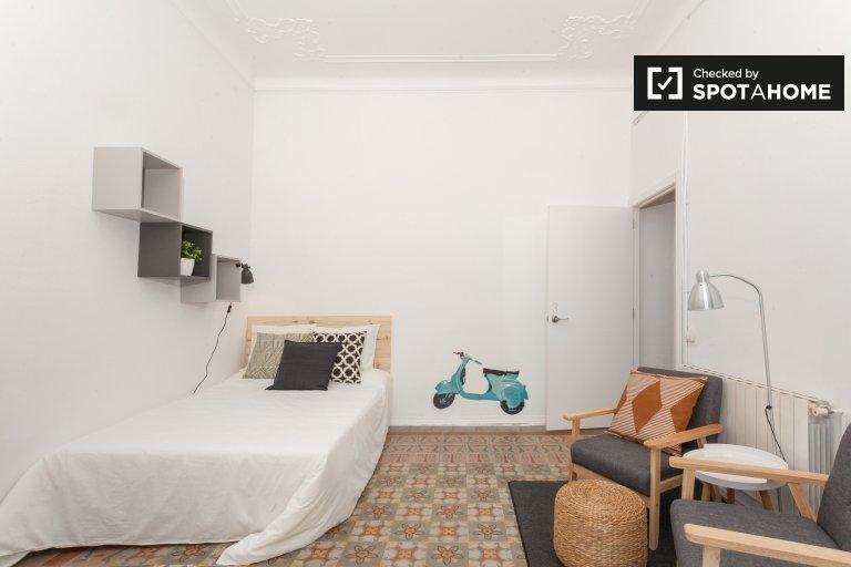 Gracia, Barcelona'da 9 yatak odalı dairede kiralık oda