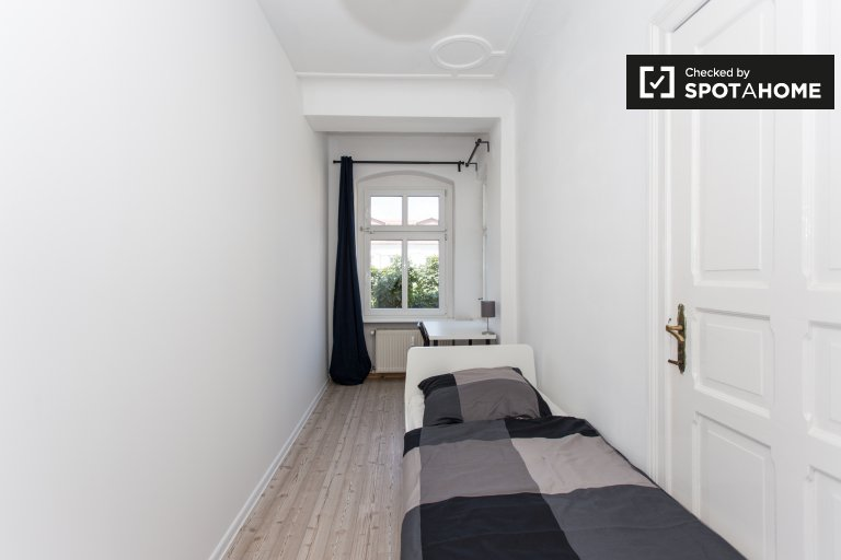 Stanza in affitto in appartamento con 4 camere da letto a Treptow-Köpenick
