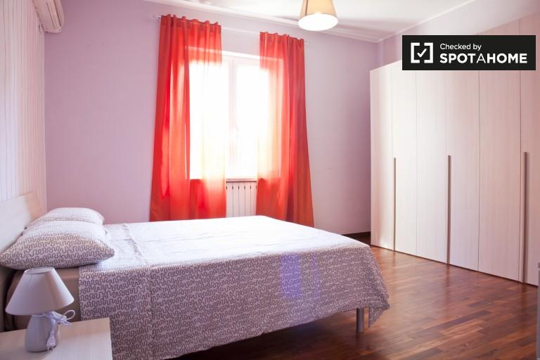 Nowoczesny pokój w apartamencie z 2 sypialniami w Aurelio w Rzymie