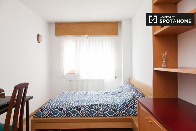 Double Bed in Rooms for rent in 3-bedroom apartment, ideal for students, in San Sebastián de los Reyes