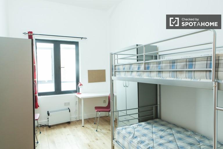 Pokój relaksacyjny we wspólnym mieszkaniu w Bethnal Green, Londyn