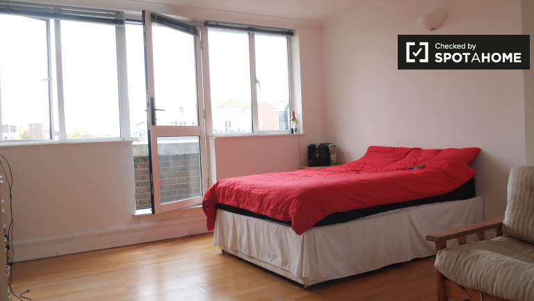 Bedroom 4 with double bed and balcony