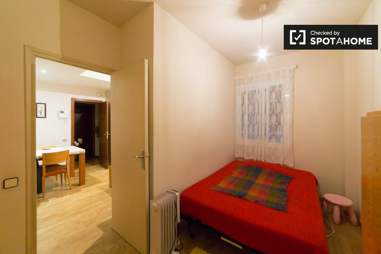 Room in 3-bedroom apartment in Gràcia, Barcelona