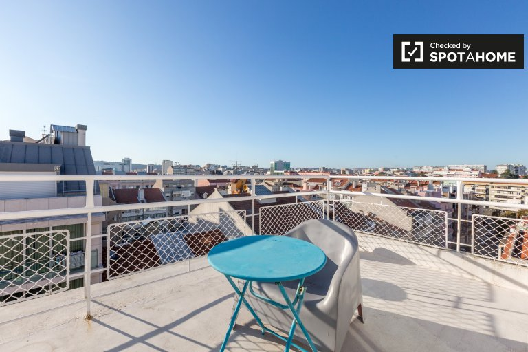 Sunny 1-bedroom apartment for rent in Areeiro, Lisbon