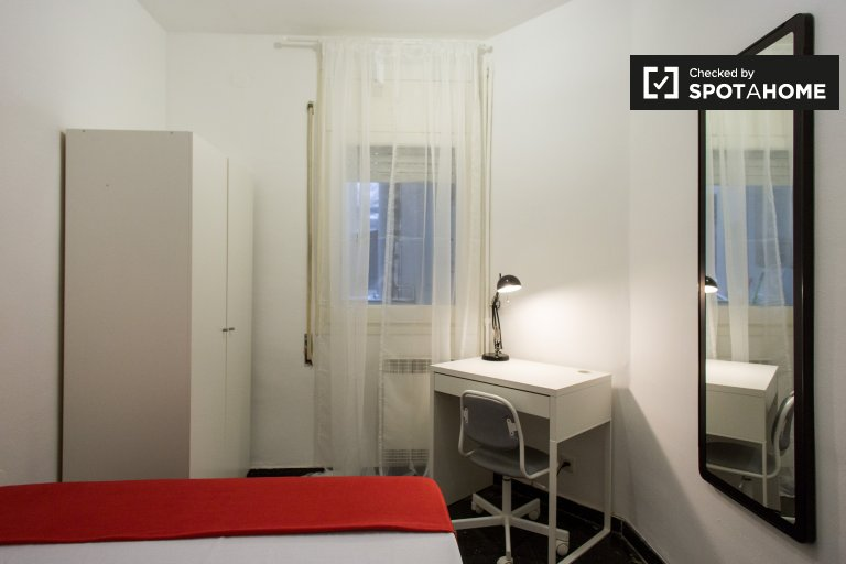 Cozy room in 6-bedroom apartment in Les Corts, Barcelona