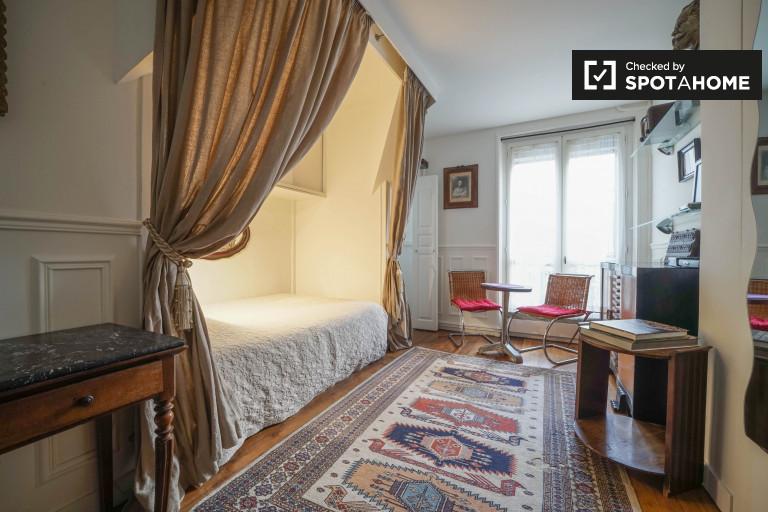 Studio Apartment For Rent In Paris 18th Arrondissement