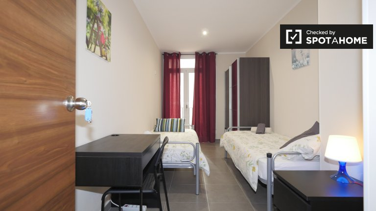 Lovely room to rent in 3-bedroom apartment in El Raval