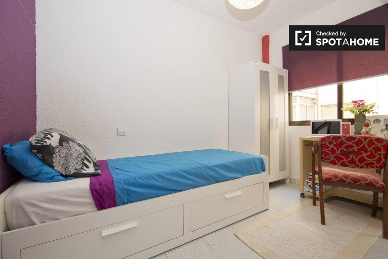 Chambre spacieuse dans un appartement de 3 chambres à Carabanchel, Madrid