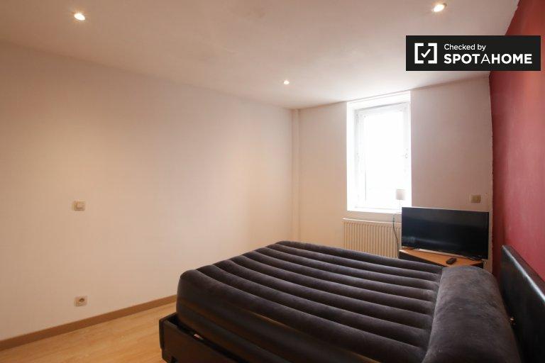 Room for rent in 2-bedroom apartment in Anderlecht