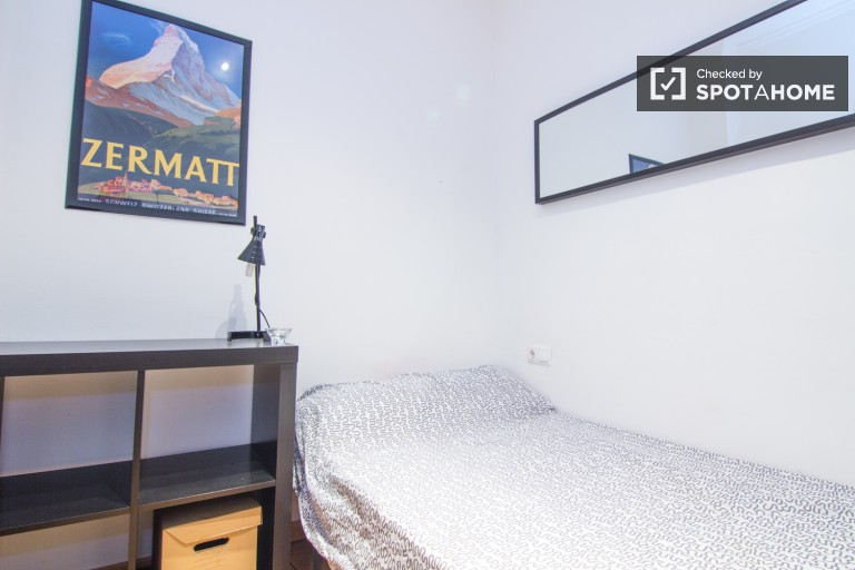 Single Bed in Rooms in a beautifully decorated 5 bedroom apartment in central Valencia