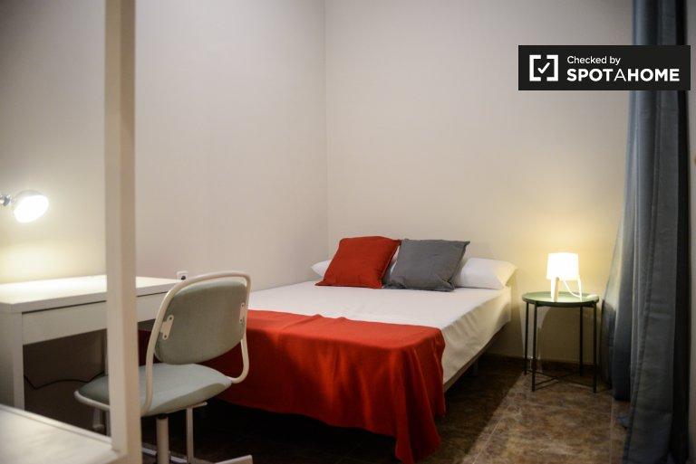 Aufgeräumtes Zimmer in 6-Schlafzimmer-Wohnung in Dreta Eixample Barcelona
