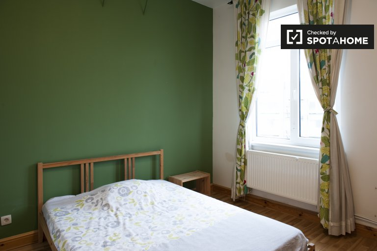 Double Bed in Rooms for rent in 6-bedroom house in Ixelles