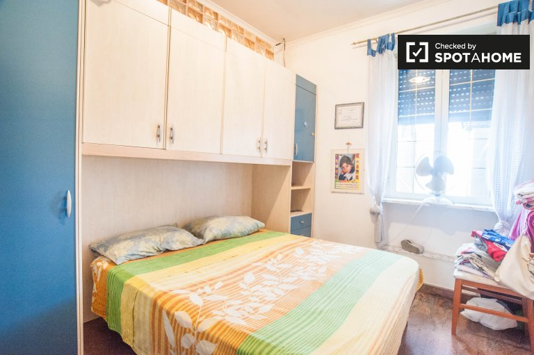 Bright room in 3-bedroom apartment in Tor Tre Teste, Rome
