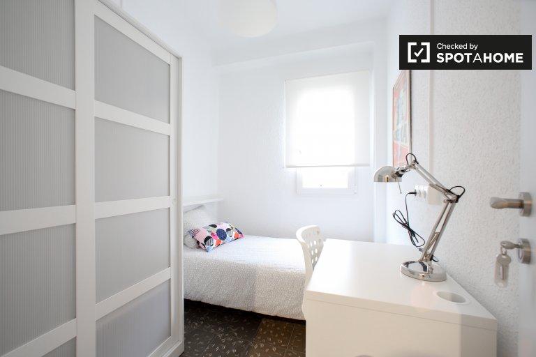 Chambre lumineuse à louer dans un appartement de 4 chambres à Benimaclet