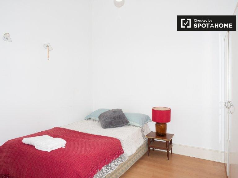Jasny pokój do wynajęcia, apartament z 4 sypialniami, Arroios, Lizbona