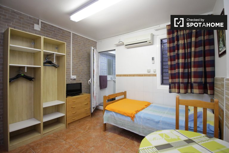 Quaint studio apartment for rent in Hospitalet de Llobregat