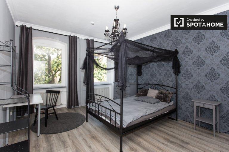 Pokój w apartamencie z 4 sypialniami w Spandau w Berlinie
