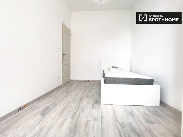 Quarto bonito em apartamento compartilhado em Schaerbeek