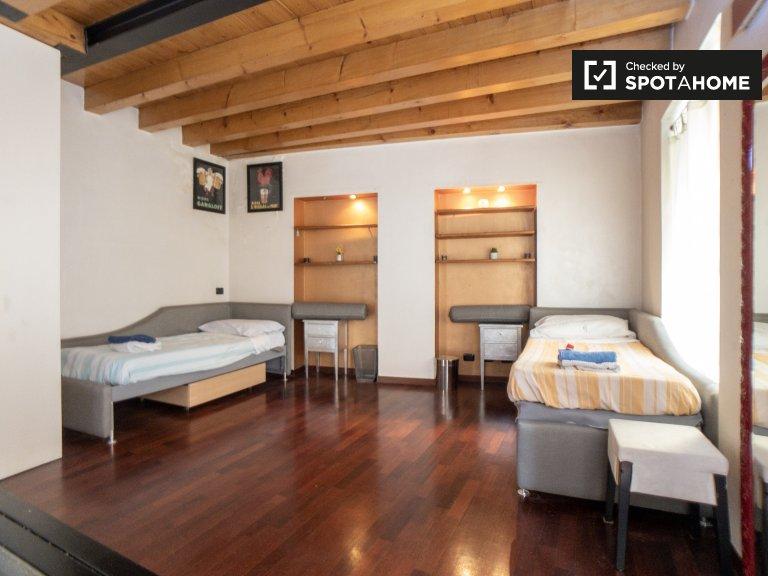 Łóżka do wynajęcia we wspólnym pokoju w Navigli, Mediolan