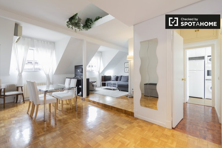 Slick 2-bedroom apartment for rent in La Latina, Madrid