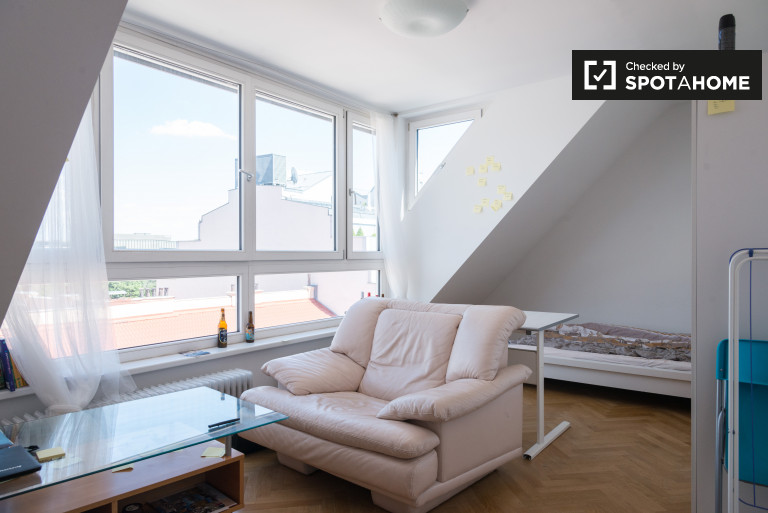 Double Bed in Rooms for rent in sunny 4-bedroom apartment in Wieden