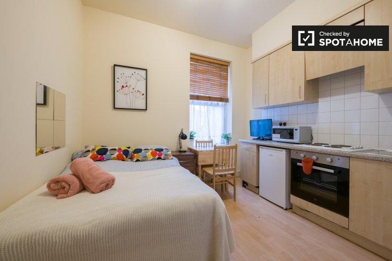 Chambre à louer dans une maison de 9 chambres à Queen's Park, Londres