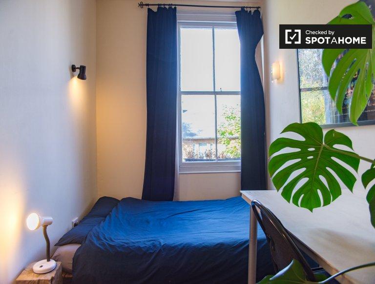 Acogedora habitación en una casa de 3 dormitorios en Lambeth, Londres