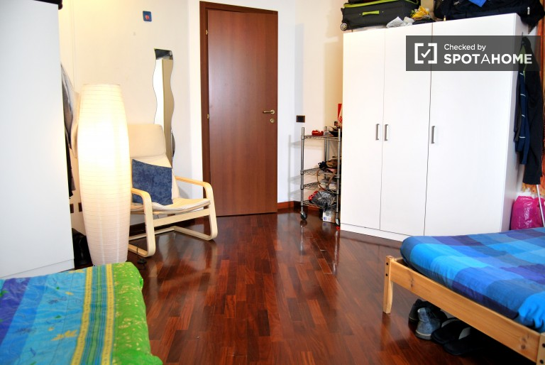 Twin Beds in Rooms in a 4 bedroom apartment on Corso Vercelli