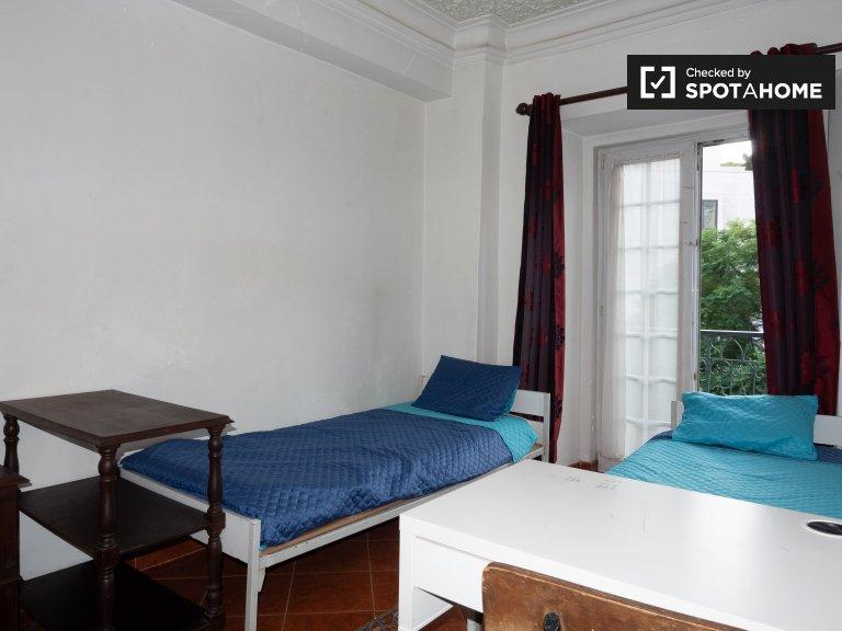 Chambre ensoleillée dans un appartement de 4 chambres à coucher à Principe Real, Lisbonne