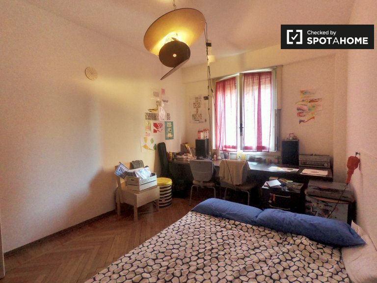 Cosy room for rent in 3-bedroom apartment, Certosa, Milan