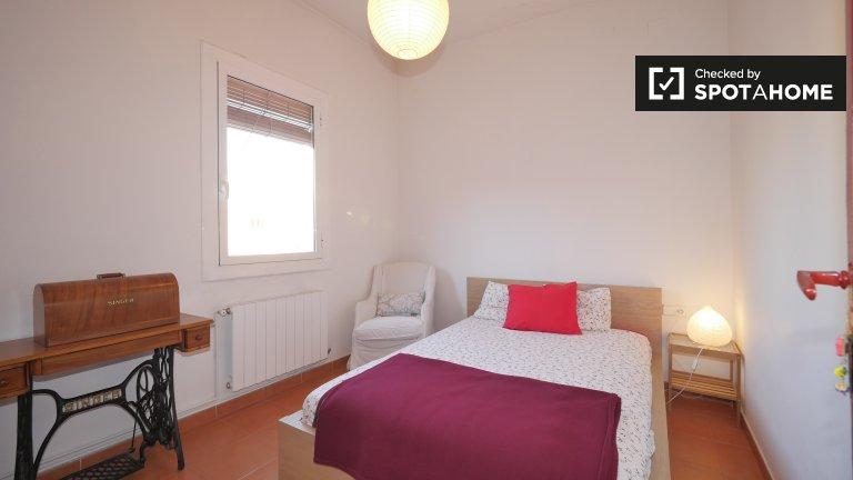 Chambre lumineuse dans un appartement de 2 chambres à Gràcia, Barcelone