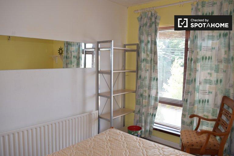Pokoje do wynajęcia w 4-pokojowym mieszkaniu w Raheny,